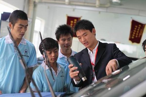 汽车装饰与维修专业
