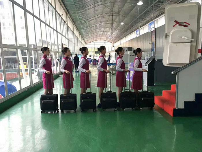 初中未毕业可以选择航空服务专业业方向吗?